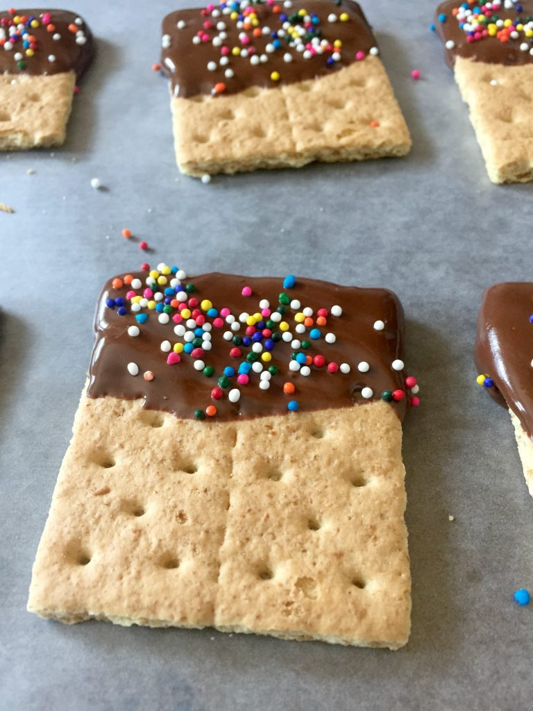 chocolate-chips-grahamcrackers