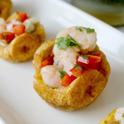 Tostones filled with shrimp salad (tostones rellenos)